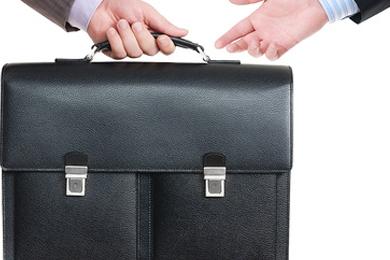 ликвидация фирм через смену учредителя
